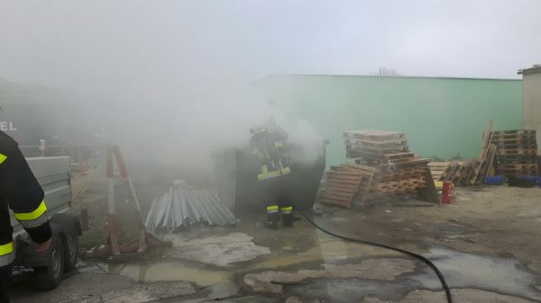 Brand eines Sperrmüllcontainers